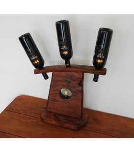 Dekorative Tischleuchte aus Holz mit Weinflaschenhalter für drei Flaschen 285